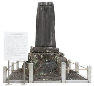 粉河寺境内の「彰功乃碑」。 大正14年建立
