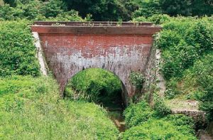 小庭谷川渡井 1909年完成